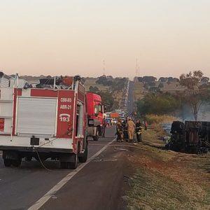 Colisão entre carreta e ambulância de Nova Alvorada do Sul deixa mortos na BR-163