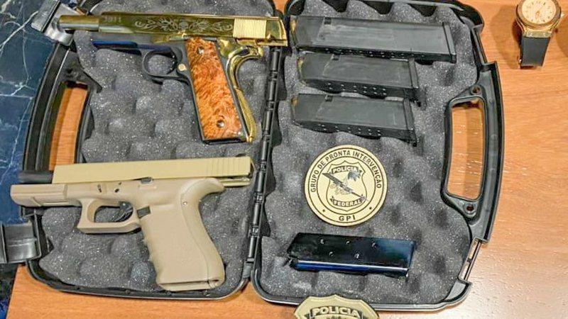Operação da PF que prendeu dois achou pistola banhada a ouro com a inscrição 'El Patron'