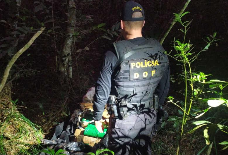 Polícia localiza mais de 70 kg de maconha em entreposto no meio da mata em Dourados
