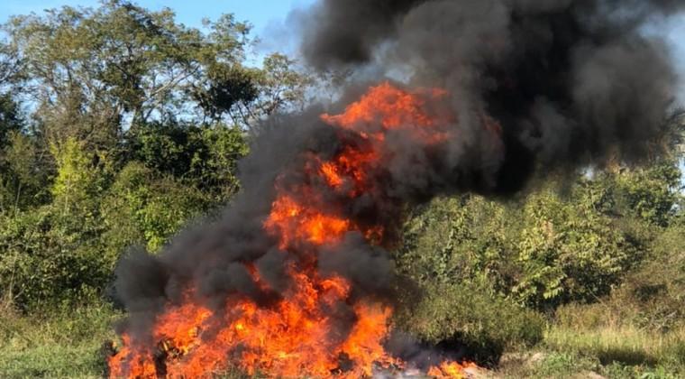 Queman 837 kilos de cocaína incautada por la Senad
