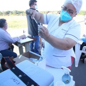 El 12 de julio comenzaría vacunación de docentes, según dirigente
