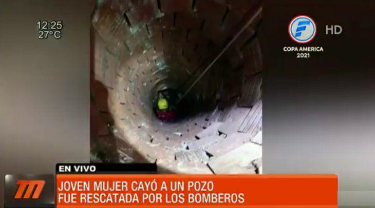 Mujer fue rescatada por bomberos tras caer a un profundo pozo en Pedro Juan Caballero