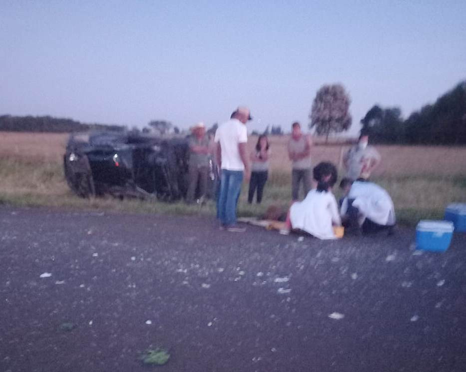 Capotamento deixa uma pessoa morta e pelo menos duas feridas em Paranhos