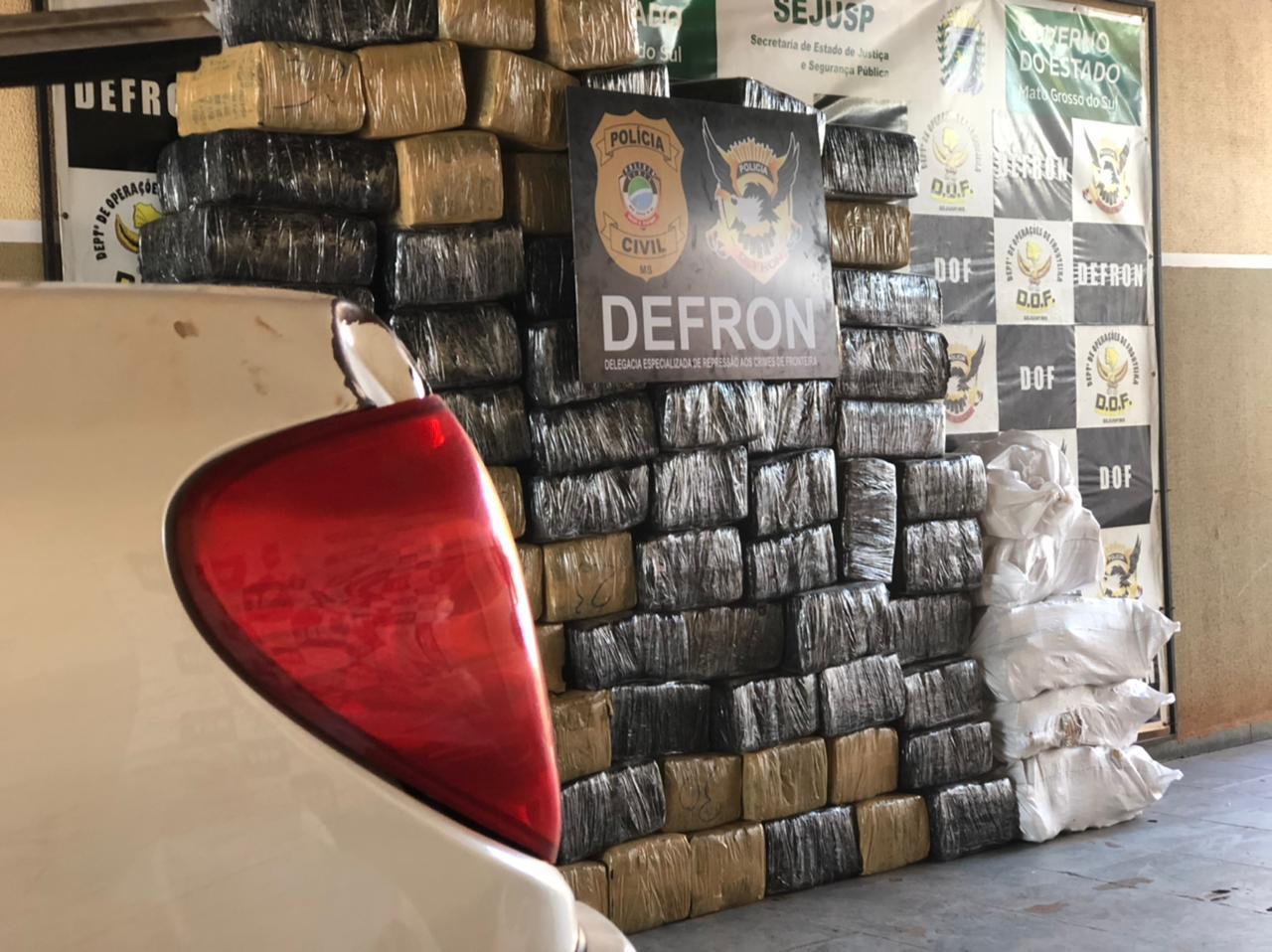 Fronteira-DEFRON, ao monitorar rota de escoamento de drogas, intercepta camionete com 1506 quilos de maconha .