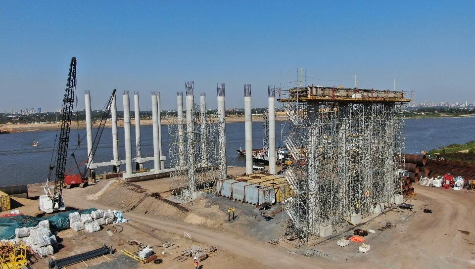 Avanzan superestructuras para viaductos de acceso al futuro Puente Héroes del Chaco