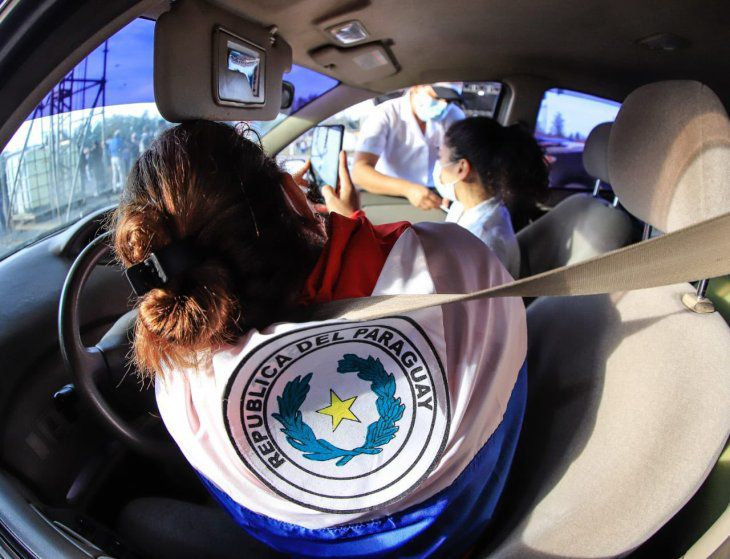 Representante de EEUU celebra la masiva vacunación en Paraguay