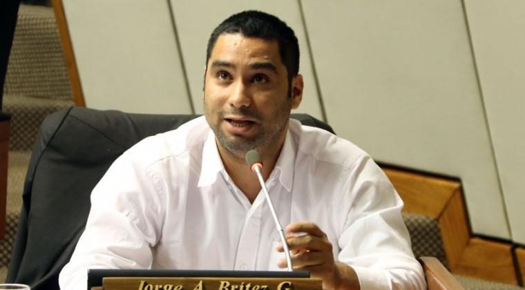 Diputado antivacunas cuestiona exigencia de carnet de vacunación a trabajadores