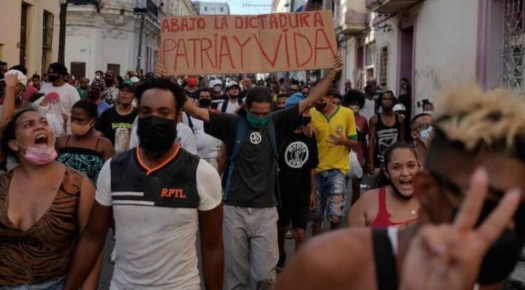Cartes pide a Gobierno de Cuba respetar al pueblo y oír reclamos