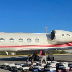1,3 tonelada de cocaína é descoberta em jatinho no aeroporto de Fortaleza