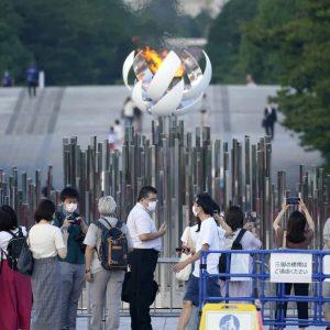 Tóquio registra recorde de infecções e governo alarga medidas no país