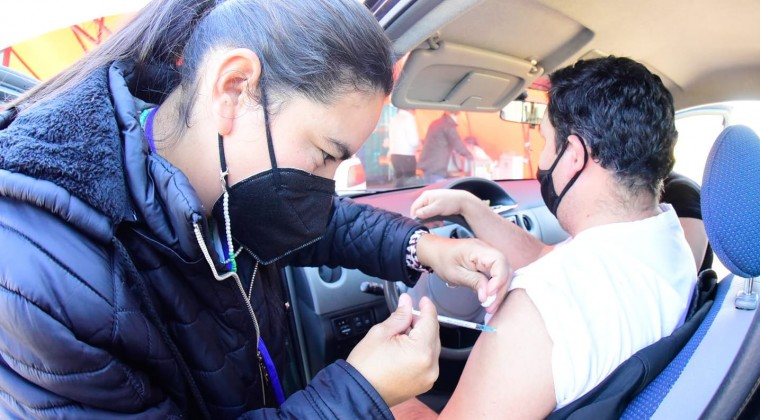 ¿Qué pasará con los mayores de 20 y jóvenes de 18 y 19 años que aún no se pudieron vacunar?