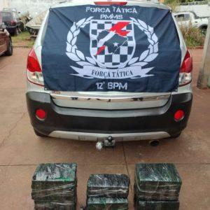 Após denúncia, polícia encontra veículos carregados com drogas