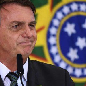 Bolsonaro ataca Coronavac e quer fim da obrigatoriedade de máscaras