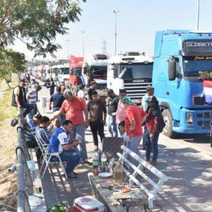 Advierten sobre posible desabastecimiento de cerveza ante paro de camioneros