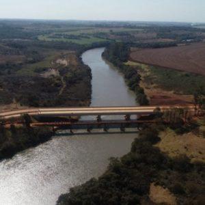 MOPC inauguró puente sobre río Monday