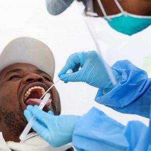 Reinfectados têm menor probabilidade de espalhar o vírus, afirma estudo