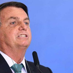 Bolsonaro recomenda compra de fuzil; é idiota quem defende comprar feijão, diz