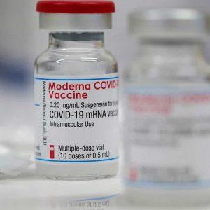 Moderna com maior risco de miocardite em jovens adultos? EUA analisam