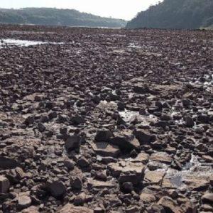 Seca no Rio Paraná assusta cada vez mais e já é destaque internacional
