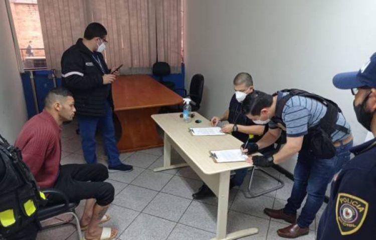 Expulsaram um cidadão brasileiro por ter um mandado de prisão