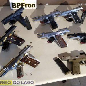 Paraguaias que seguiam para o Rio de Janeiro são presas com pistolas e carregadores de fuzil no Paraná
