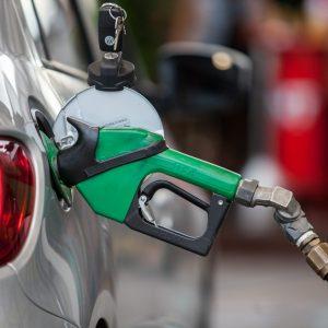 Preço médio da gasolina sobe pela 8ª semana seguida nos postos.