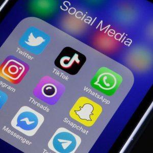 Projeto para redes sociais não deve ser 'jogado fora', diz pioneiro da internet