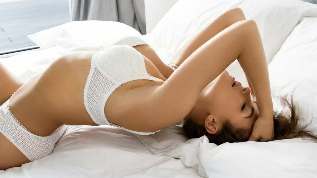 Mulheres têm orgasmos mais intensos com masturbação do que durante sexo