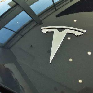 Tesla: Musk quer lançar carro sem voltante em 2023