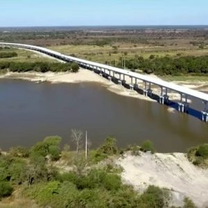 El puente más largo del departamento de Ñeembucú transita en su etapa final