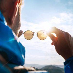 A importância dos óculos de sol para os seus olhos