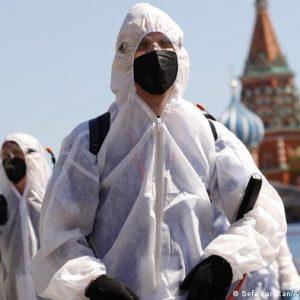 Nuevo récord de muertes por coronavirus en Rusia y consideran declarar una semana no laboral para frenar el virus