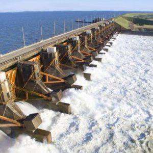 Yacyretá produce menos energía debido a bajante del río: pérdidas llegan a USD 100 millones